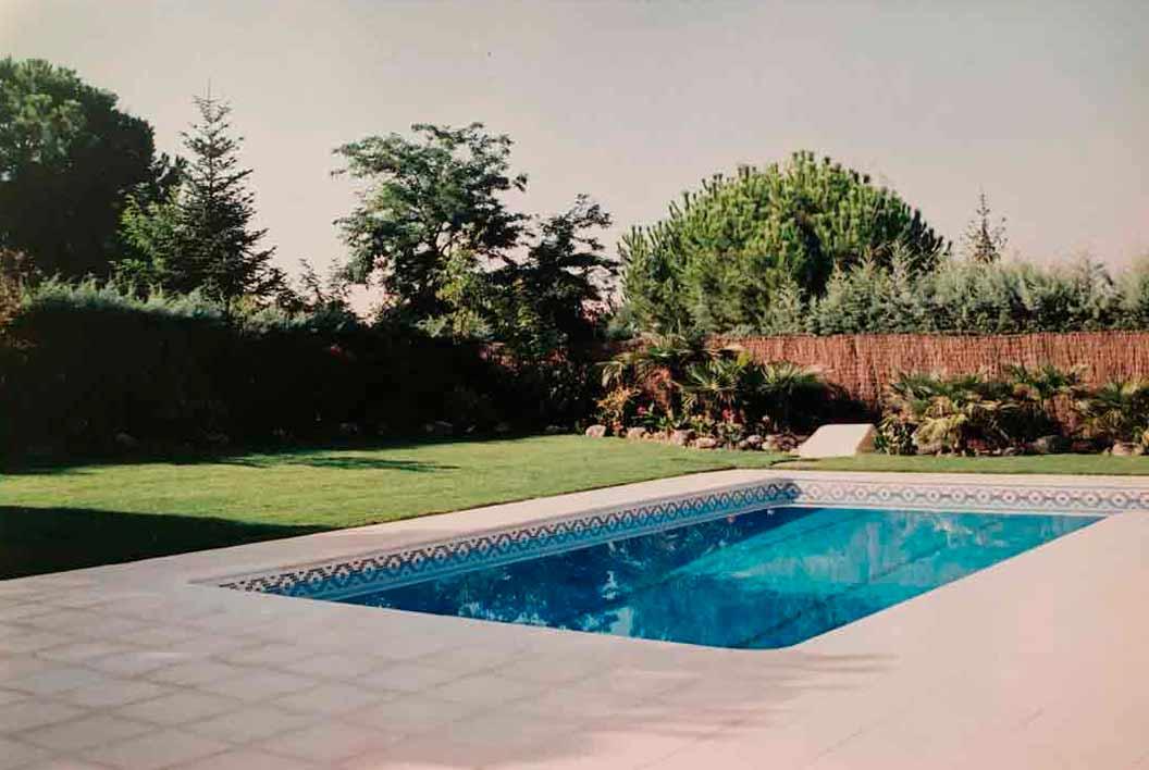 despues jardin con piscina plantarmadrid